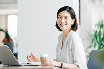 img_marketing-staff_02